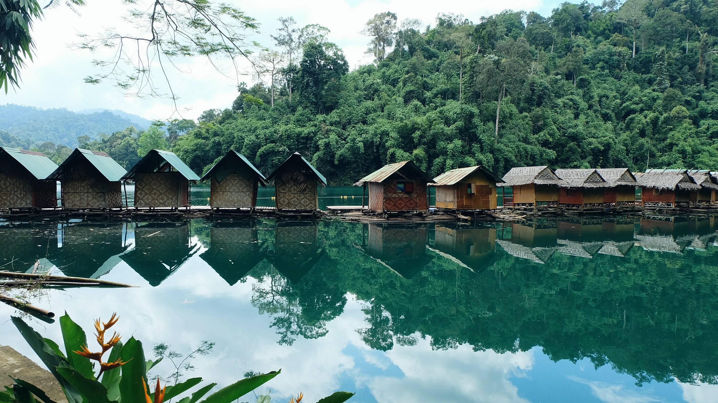 Khao Sok floating lake houses