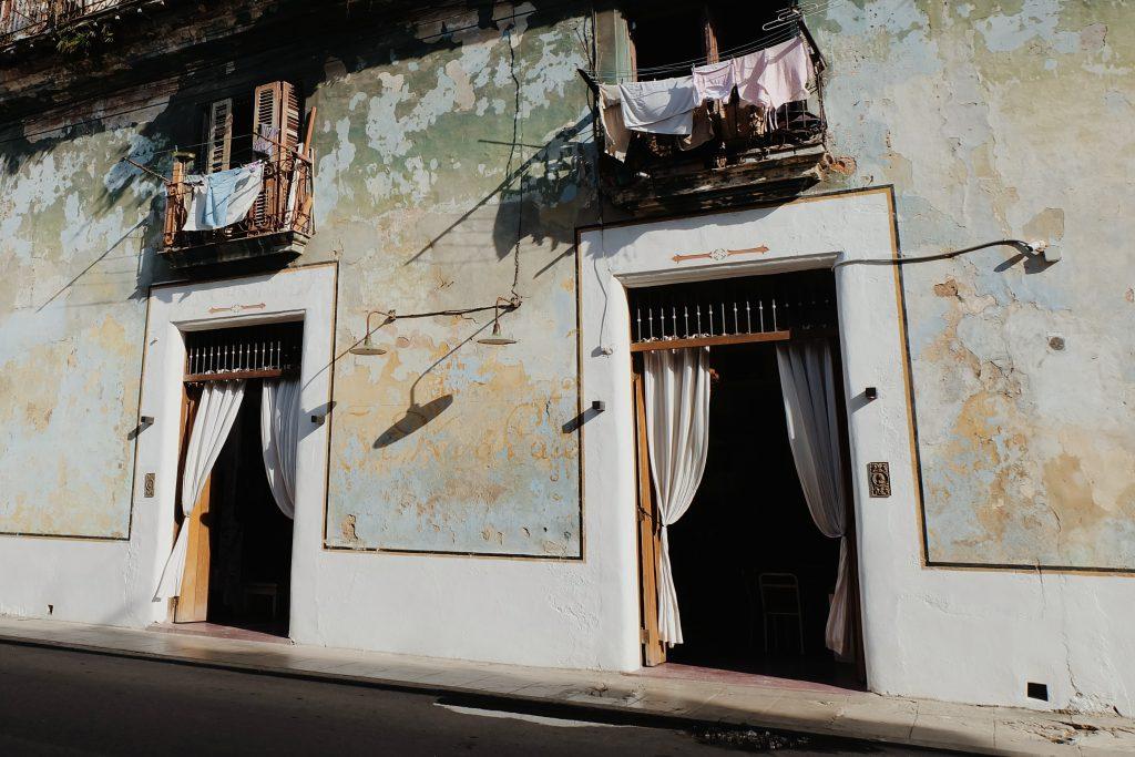 Bar and restaurant Sia Kara Centro Havana hotspot