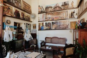 vintage interior restaurant El Dandy Habana
